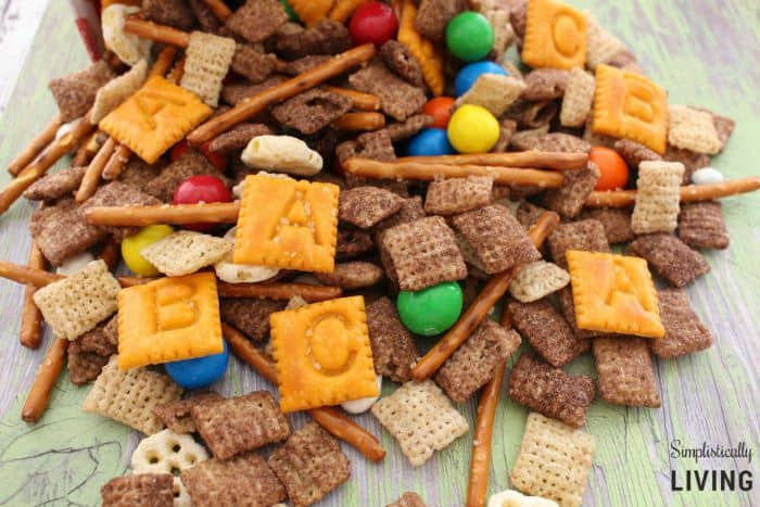 back-to-school-trail-mix-featured